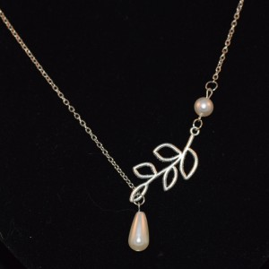 Fashion Leaves Short Pearl Necklace