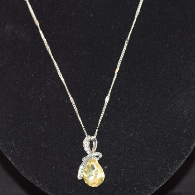 Yellow crystal pendant necklace